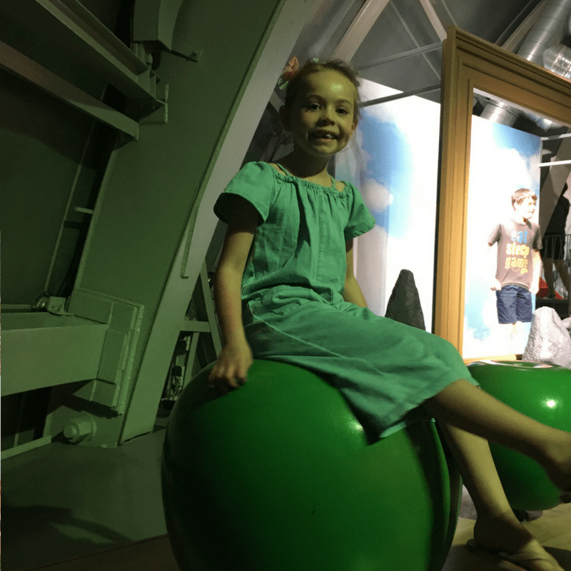 atomium_with_kids