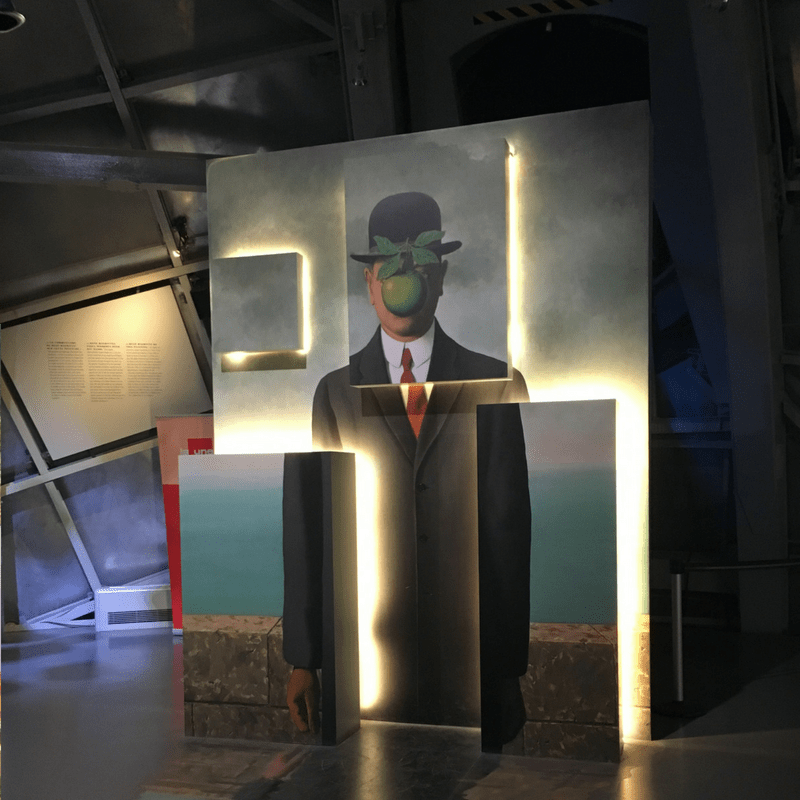 atomium_magritte_exhibit