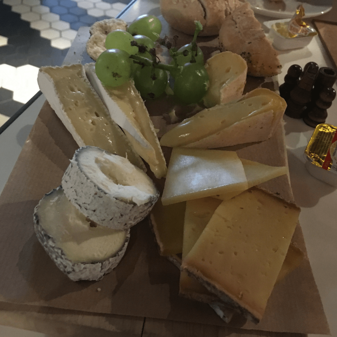 radisson_red_brussels_cheese_board