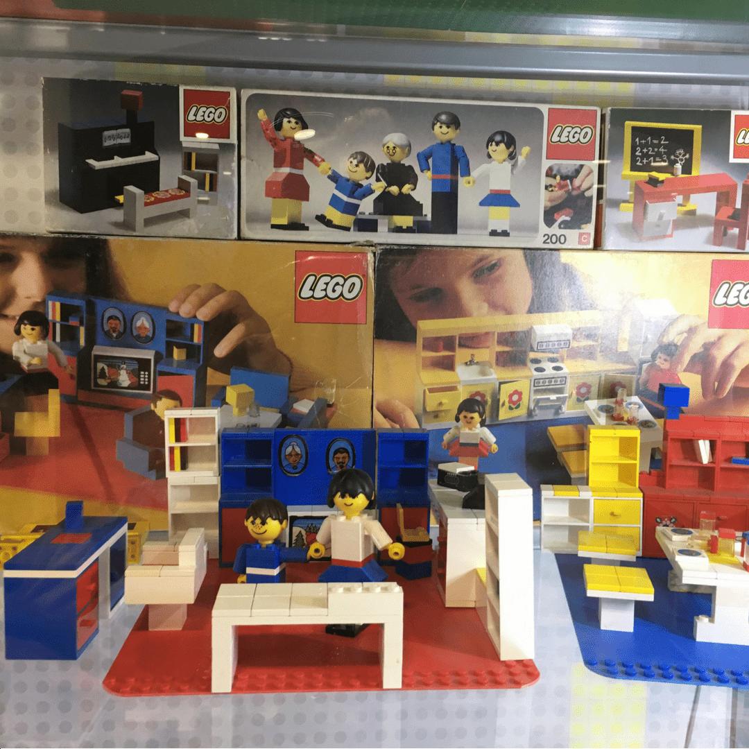 retro_lego_at_the_museum_of_bricks