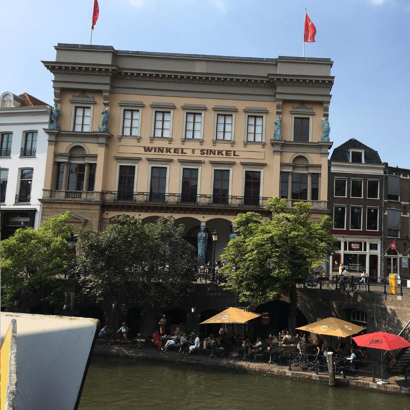 restaurant in utrecht overlooking canal