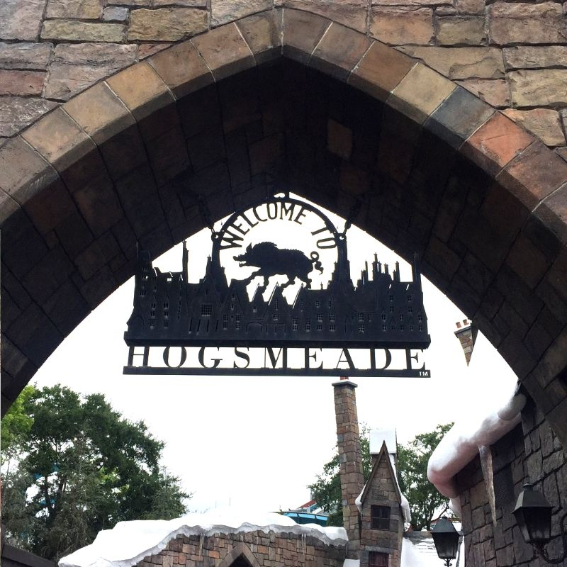 hogshead sign at the wizarding world of harry potter, florida