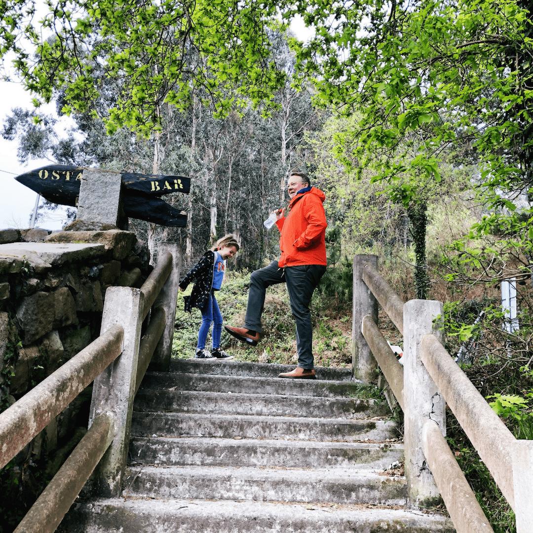 nigel and piper quinn celebrating after the hike to san juan de Gaztelugatxe