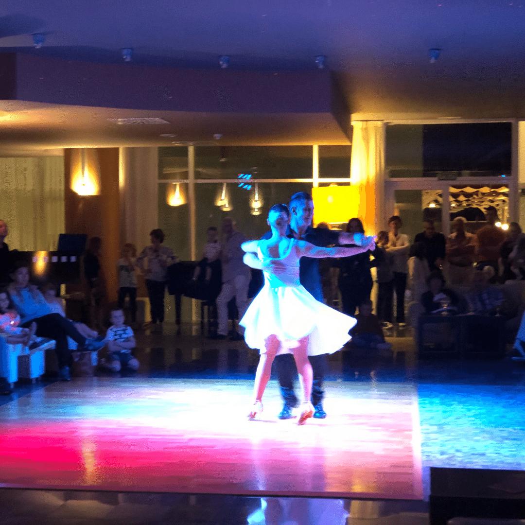 two salsa dancers at the roca nivaria hotel