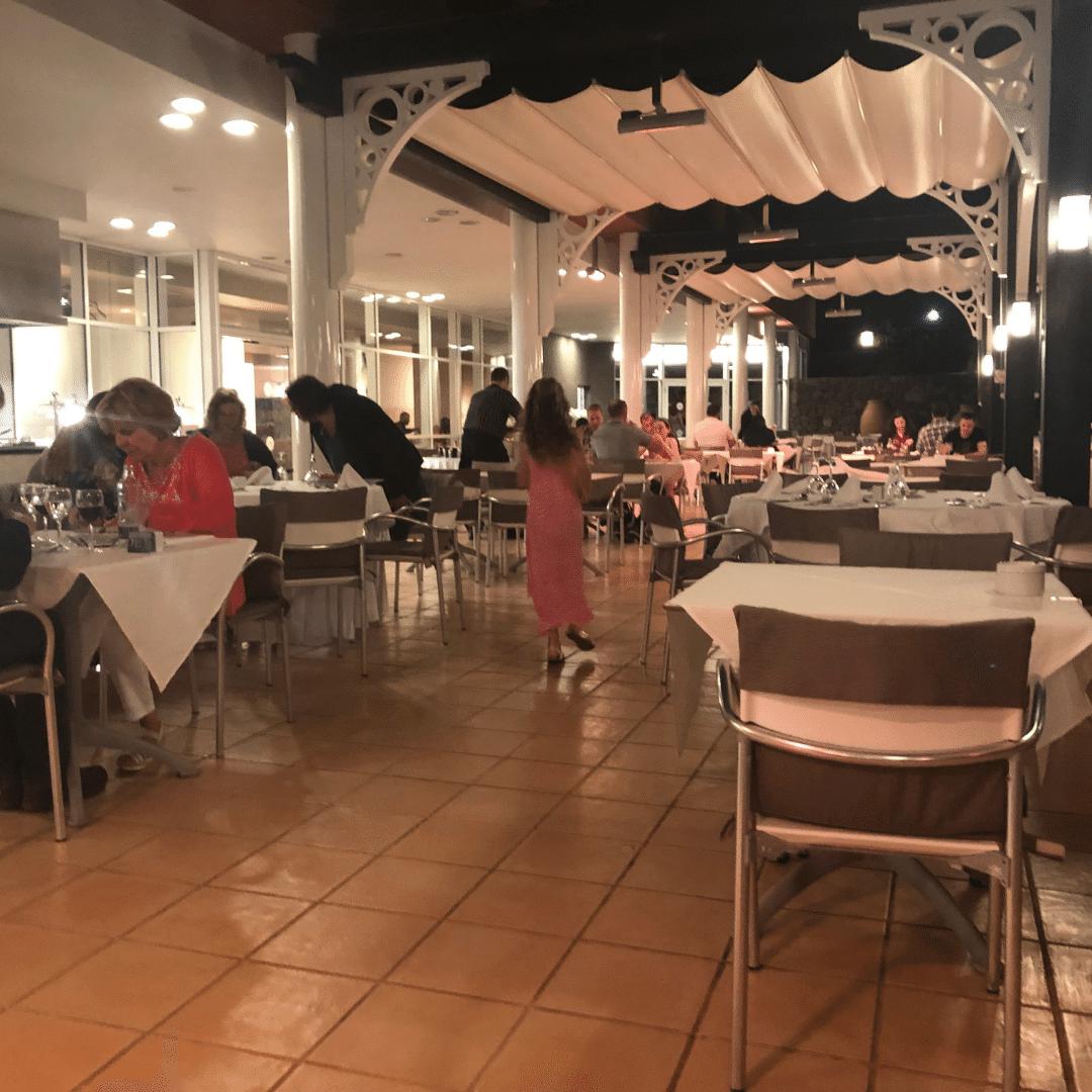outdoor dining area at the roca nivaria gran hotel