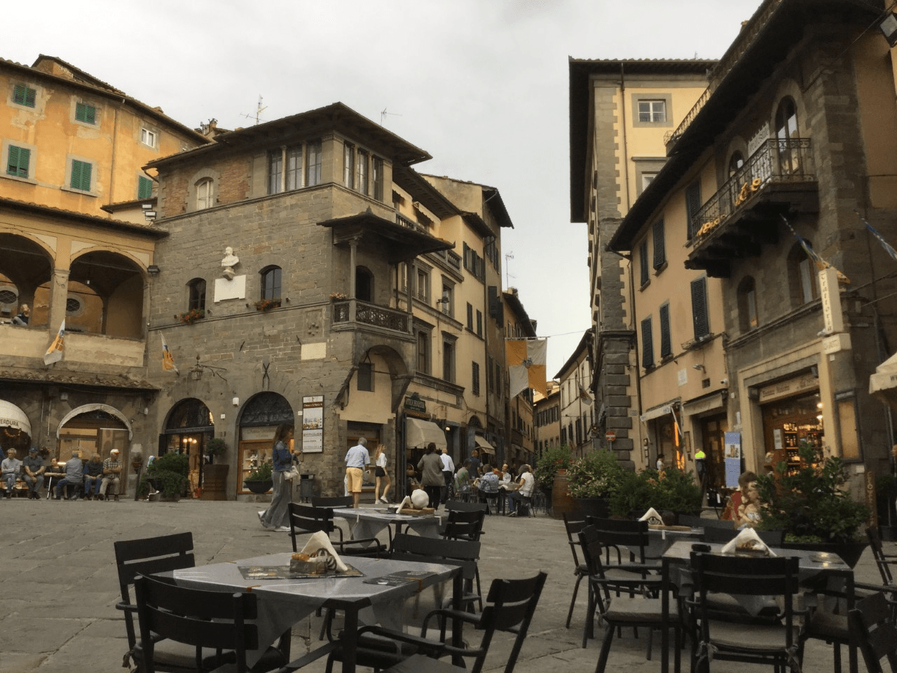 tuscany itinerary outdoor restaurant in cortona