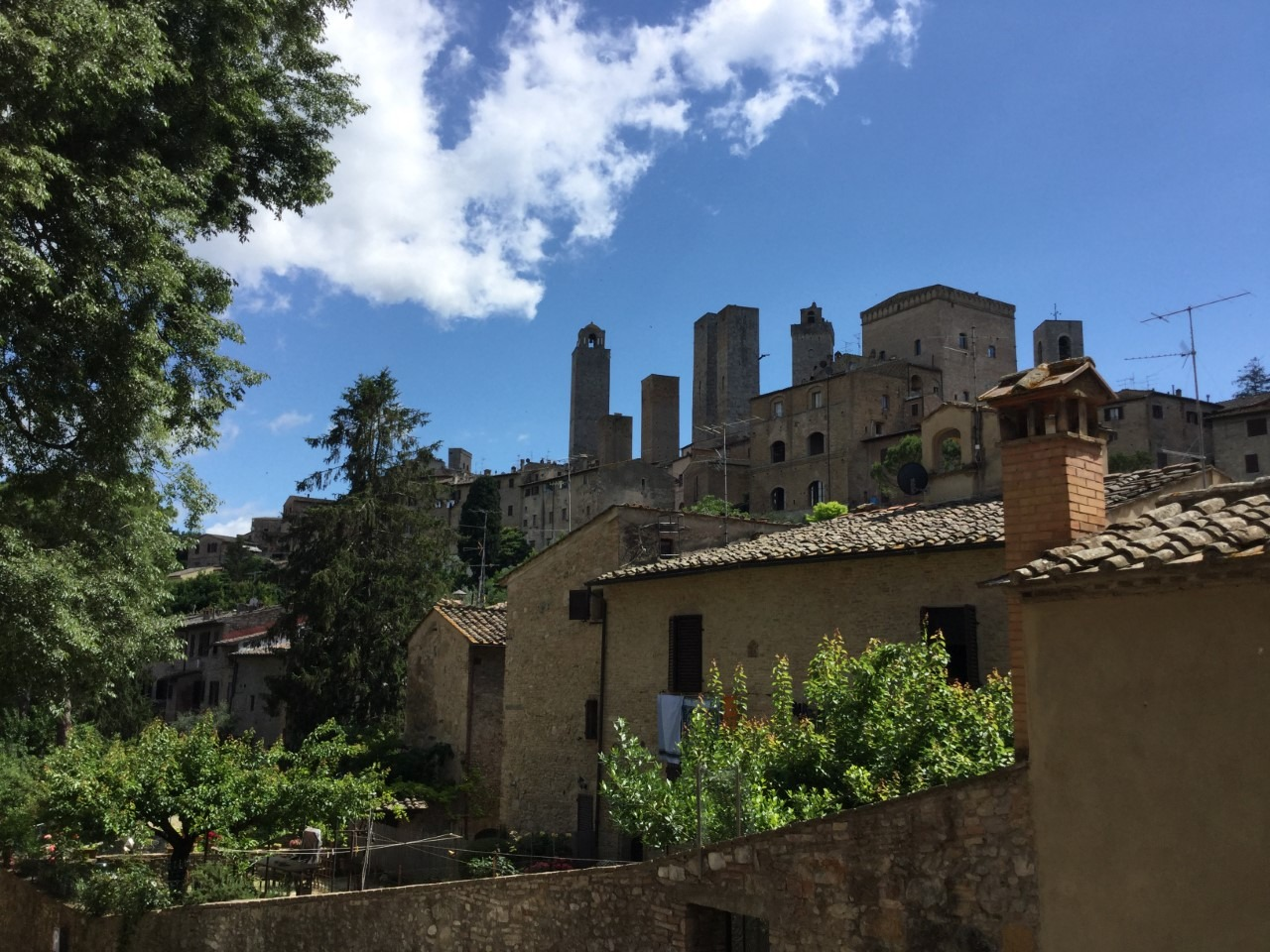 beautiful walled hill towns to visit in Tuscany with kids