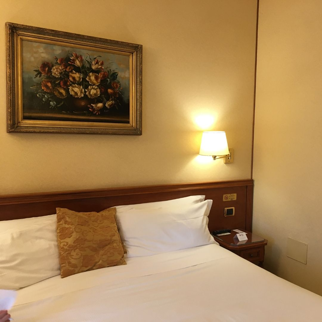 the bedrooms at the hotel galles best western in milan