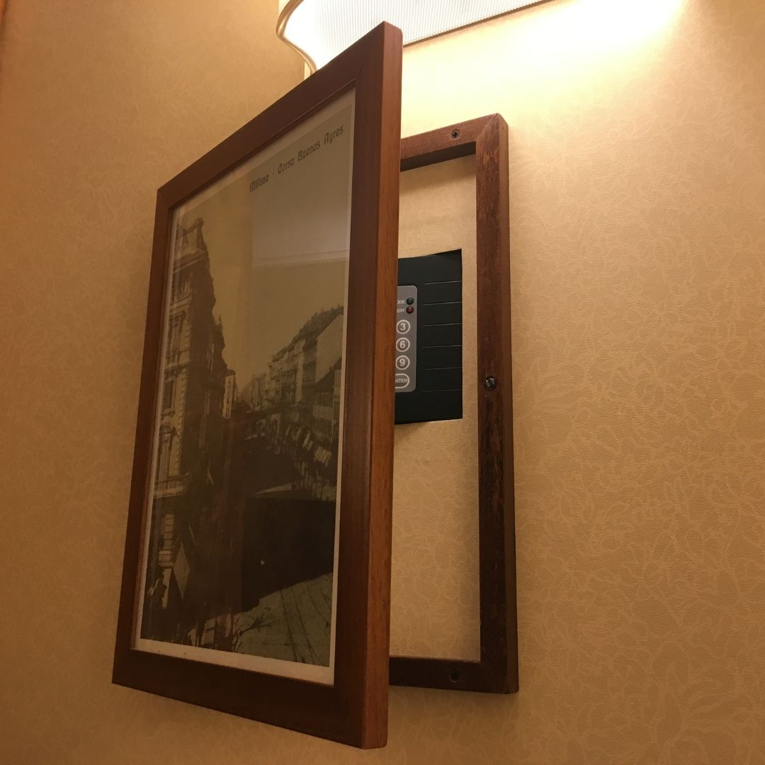 hidden safe at the hotel Galles, milan