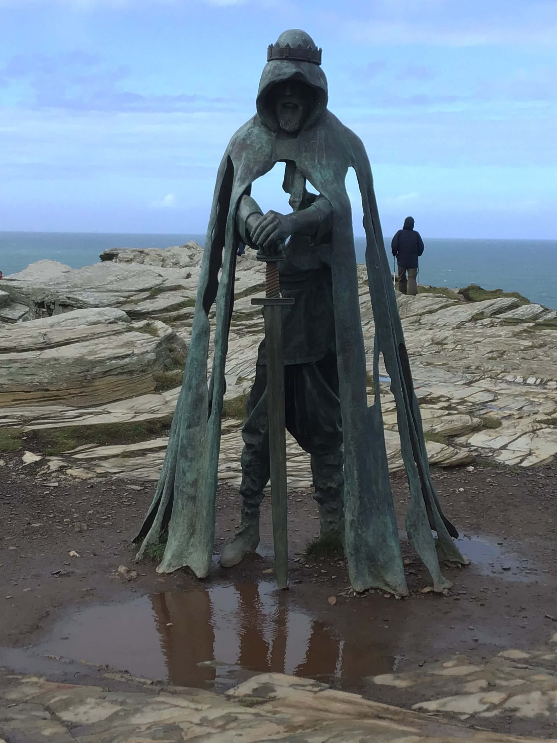 gallos statue at tintagel castle