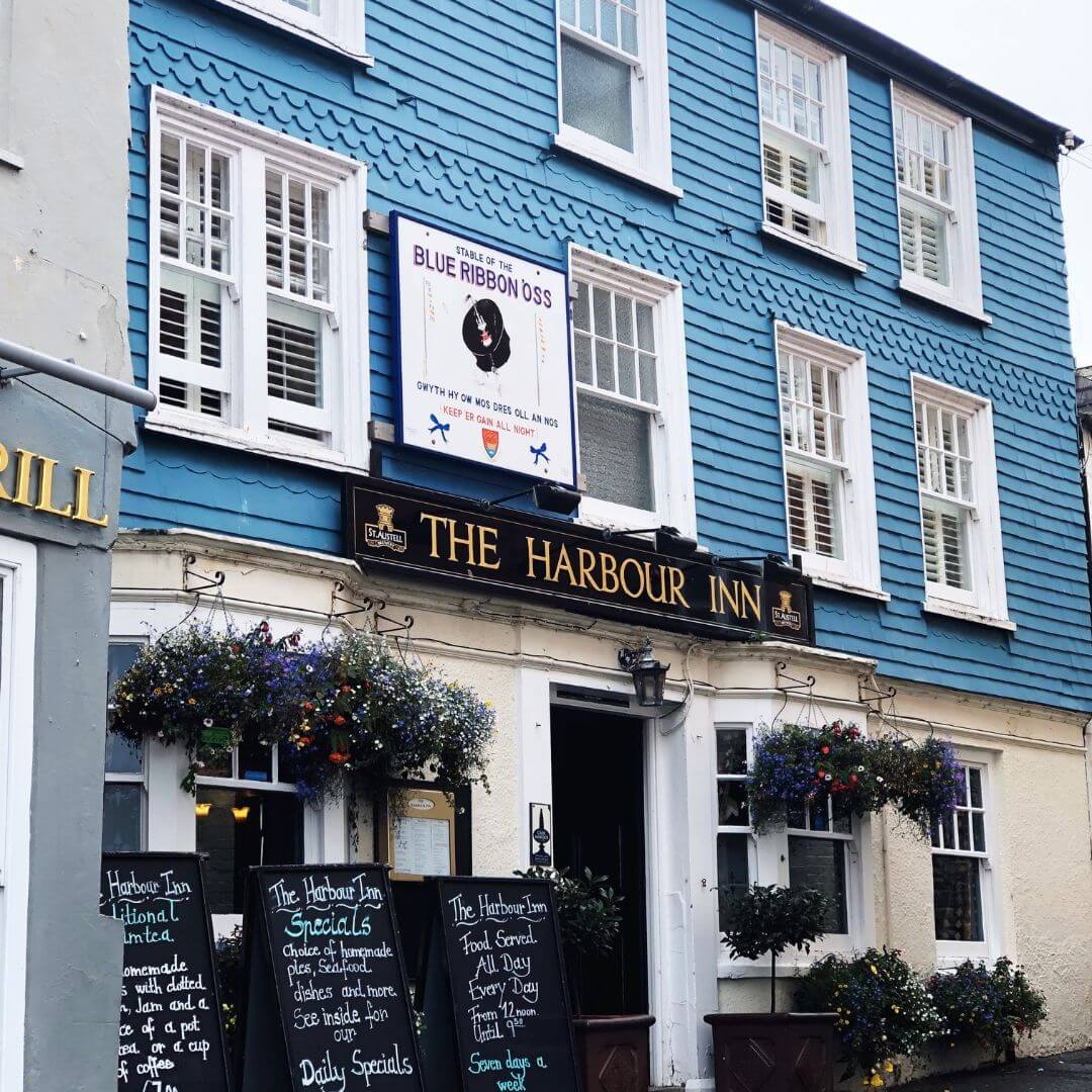 the harbour inn in padstow, cornwall