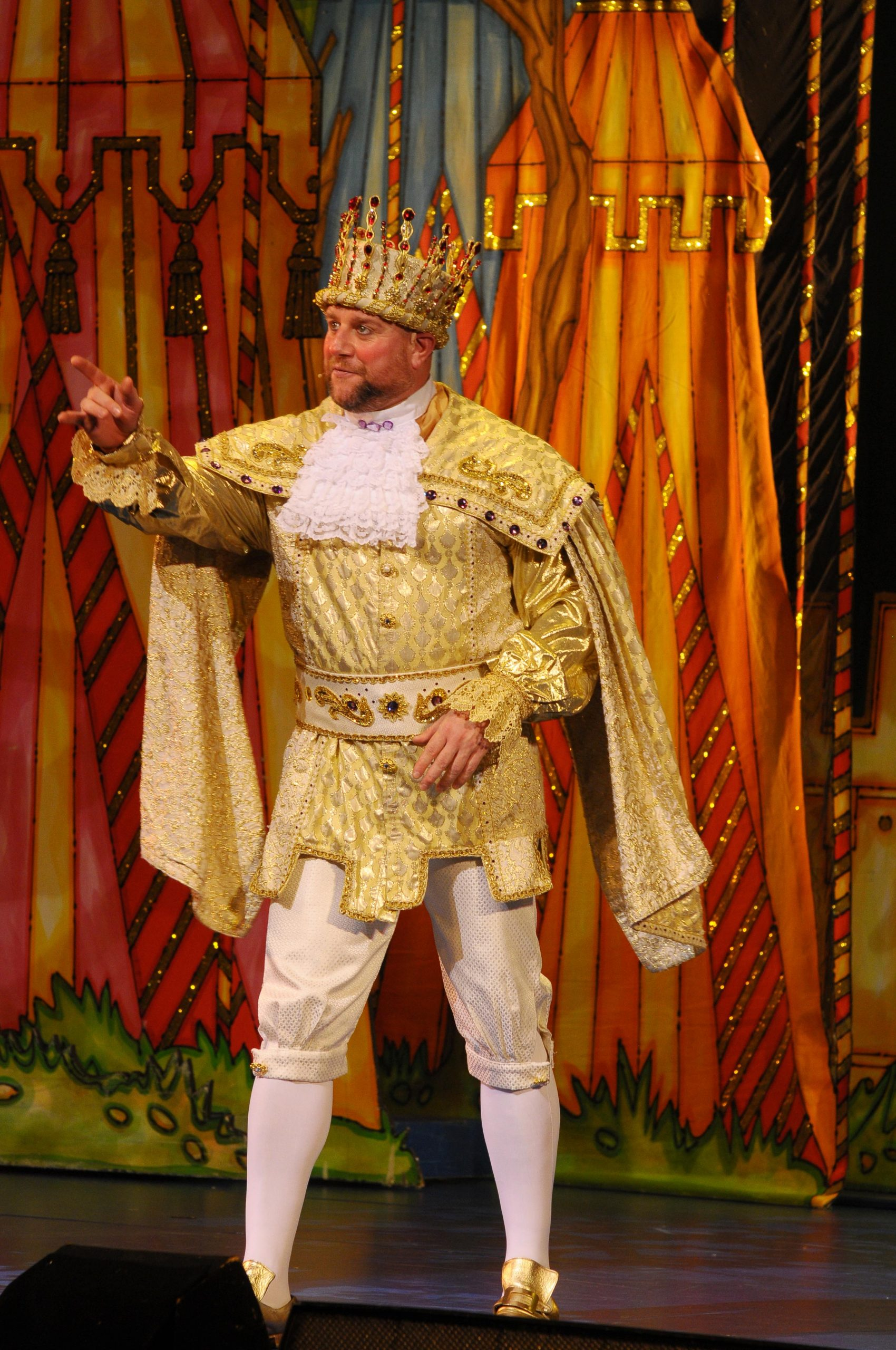 sleeping beauty panto, kai owen as the king