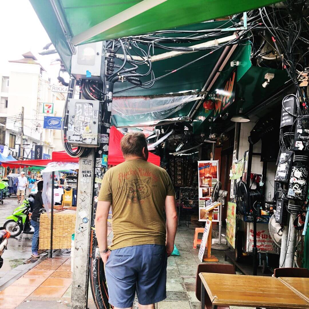 groups of wires in the air at the khao san road