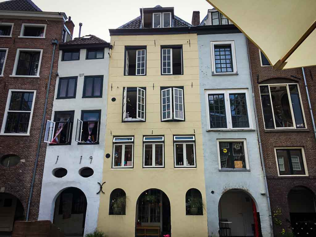 row of tall, colourful buidlings in utrecht