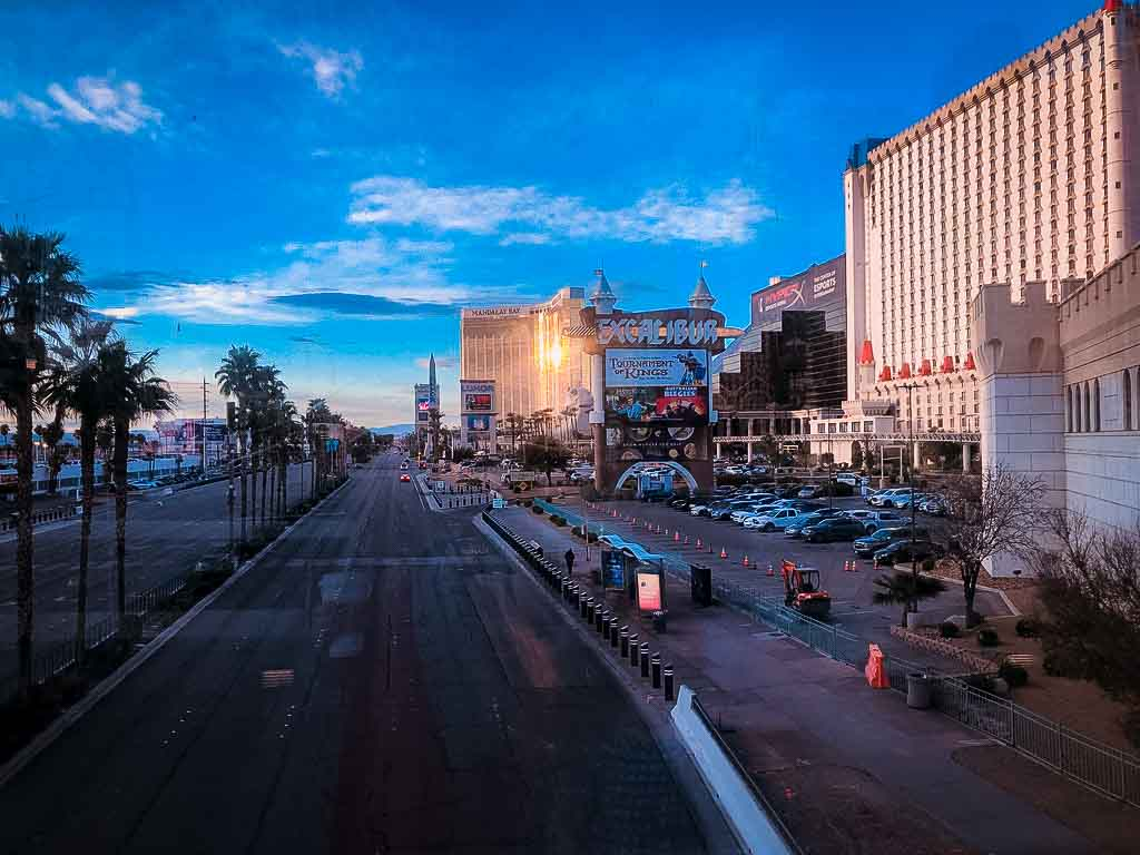 south end of las vegas strip early in the morning no traffic