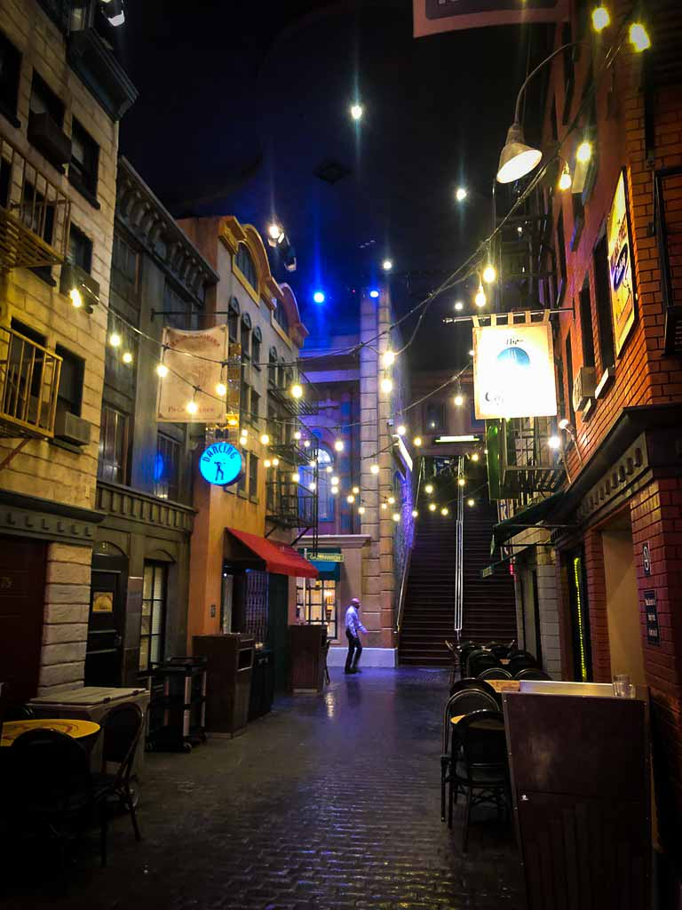 alleyway inside new york hotel in las vegas