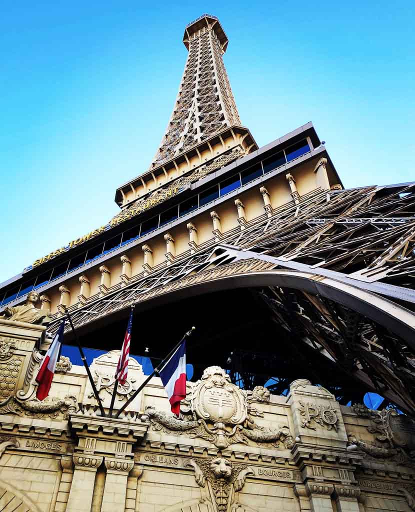 las vegas eiffel tower from below